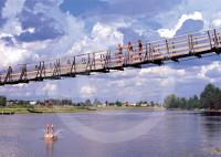 08092011_pojat sillalla.indd